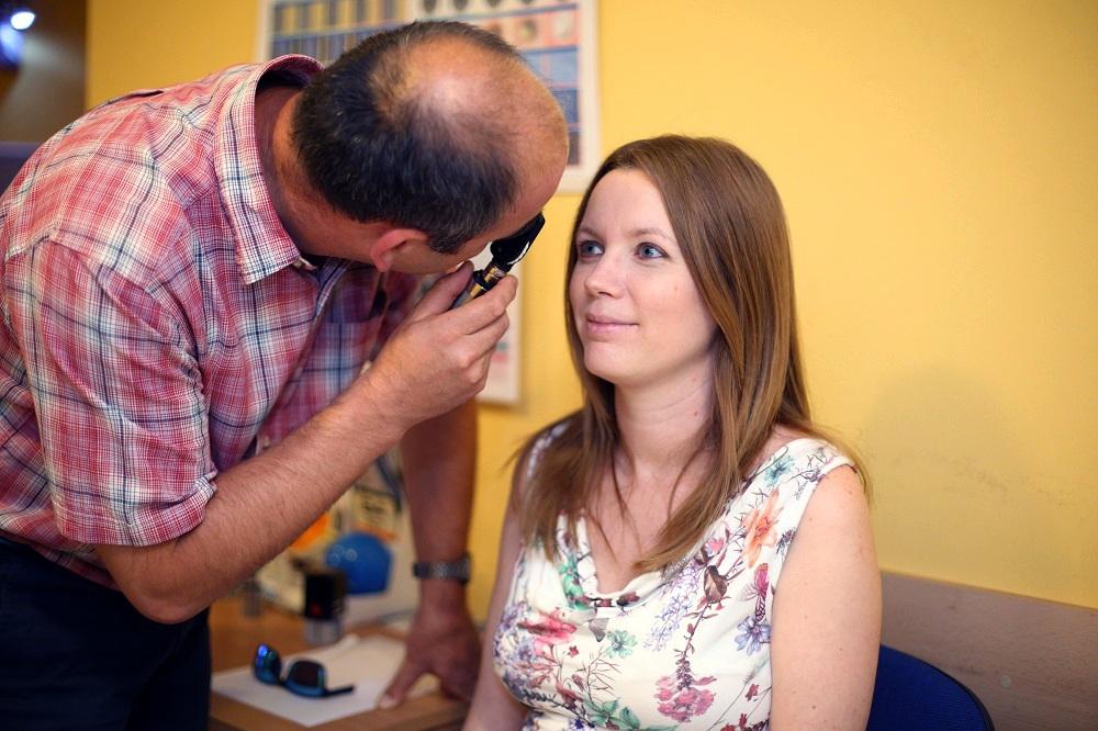Szakorvosaink manuális műszerekkel is megvizsgálják a szemet